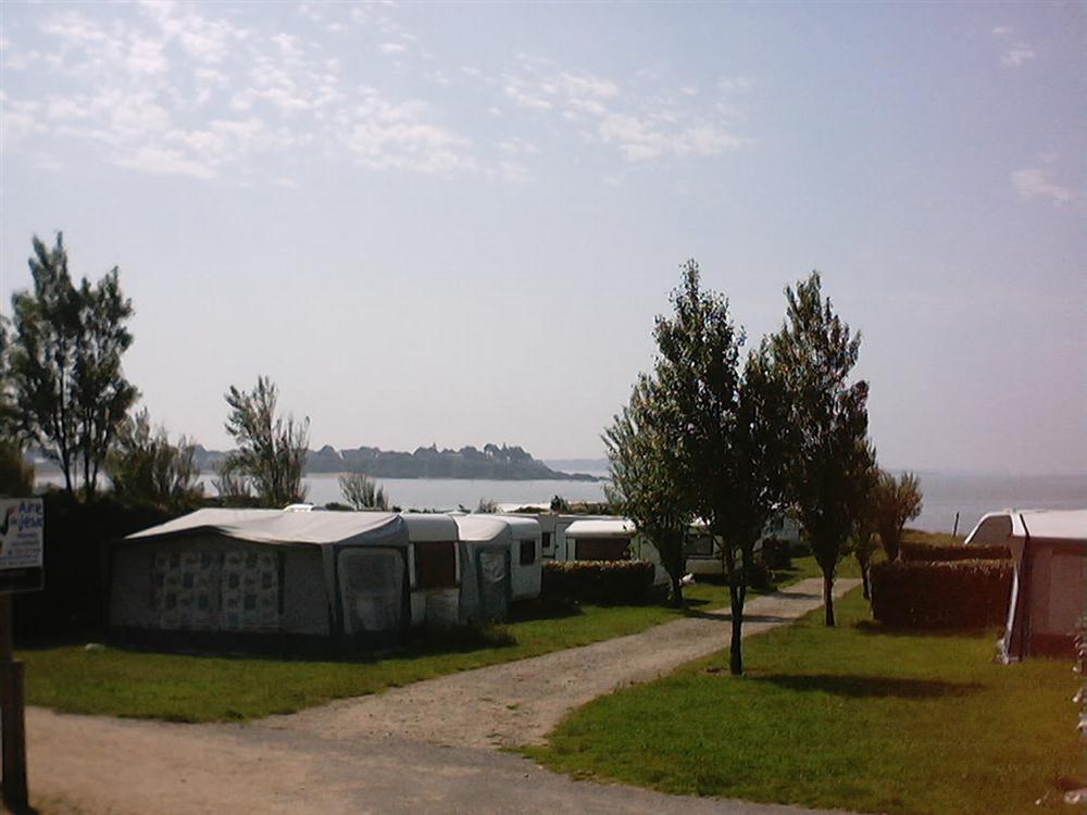 Camping du morbihan en bretagne sud ambon situ a for Camping normandie piscine couverte bord mer