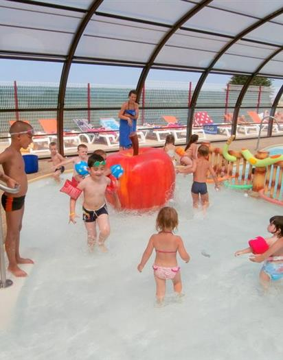la piscine couverte et chauffe du camping parc les golands ambon en bretagne sud piscine couverte et chauffe avec espace aqualudique camping parc